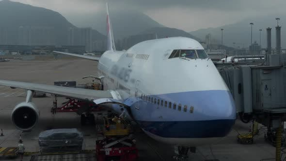Thumbnail for Timelapse of Loading Air Freight To the Plane