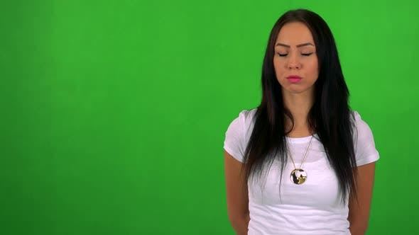 Thumbnail for Young Pretty Woman Disagrees - Green Screen - Studio