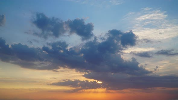 Cover Image for Timelapse Clouds At Sunrise