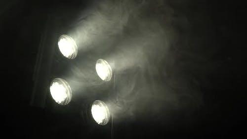 Suchscheinwerfer mit flackerndem Licht erstellen Farbe Musik