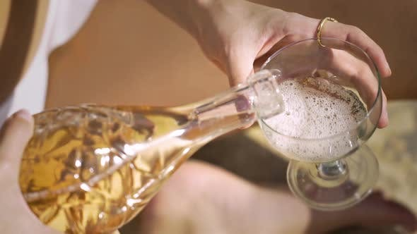 Thumbnail for Pouring fine champagne