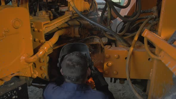 Thumbnail for Repairing an industrial vehicle