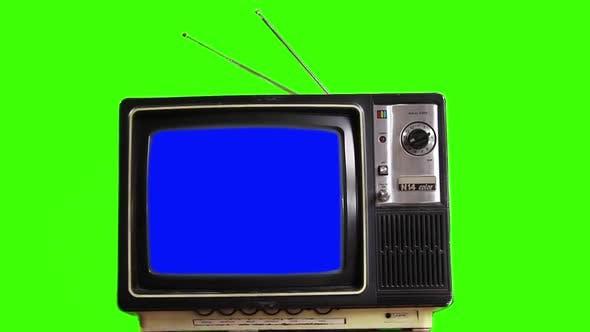 Retro-TV Einschalten des blauen Bildschirms mit schlechtem Signal über grünem Hintergrund.