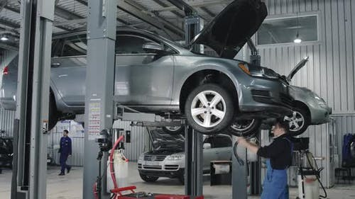 Mechaniker Reparatur Auto Auf Der Aufzug