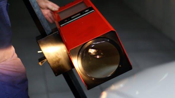 Autoreparatur Einstellscheinwerfer