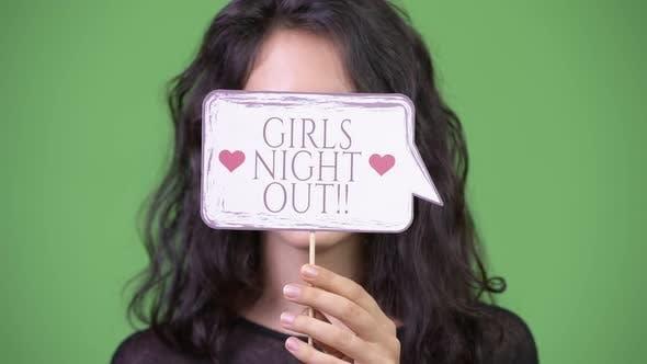 Thumbnail for Junge schöne Frau mit Papierschild