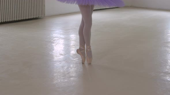 Legs on pointe position