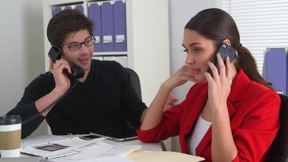Thumbnail for Erfolgreiche Geschäftskollegen schließen einen Deal