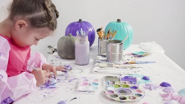 Schritt für Schritt. Malerei Handwerk Kürbis mit Acrylfarbe dekoriert Meerjungfrau Halloween Kürbis erstellen