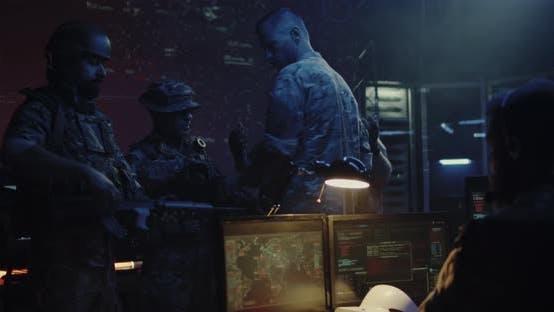 Thumbnail for Soldaten diskutieren Operationsdetails