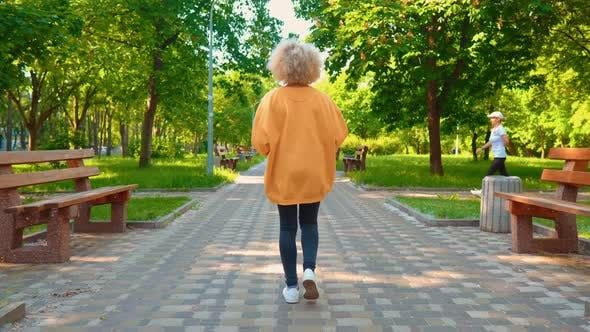 Thumbnail for Blond Woman with Curly Hair Stroll on the Street
