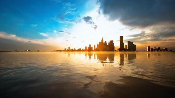 Skyline avec gratte-ciel et mer au coucher du soleil