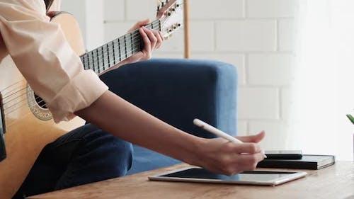 Komponiere Musik und schreibe Lieder