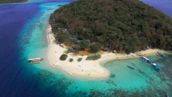 Cover Image for Panorama of the Tropical Sandy Beach Malcapuya and Azure Sea in Coron, Busuanga Island, Palawan