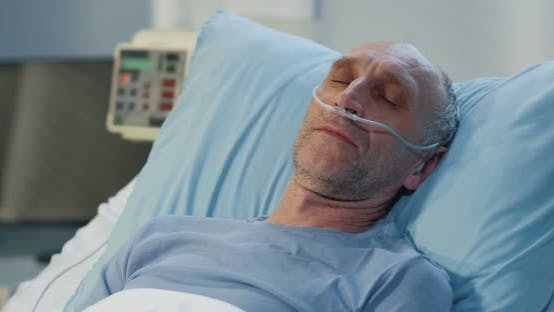 Thumbnail for Mann liegend im Krankenhausbett