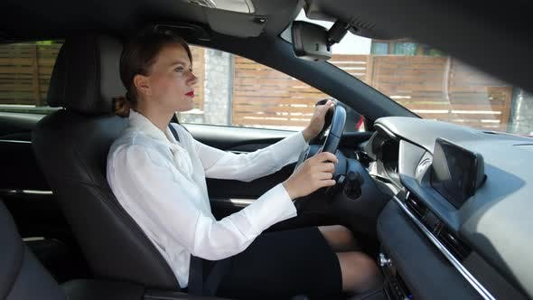 Cover Image for Woman Talking on In-car Speakerphone While Driving