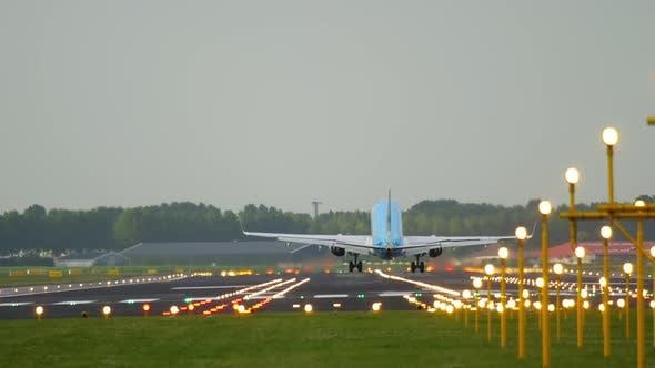 Thumbnail for Airliner Landing in a Crosswind