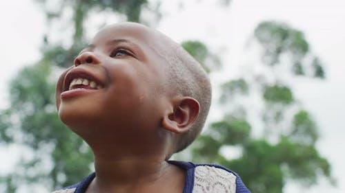 Fröhliches afrikanisches Kind