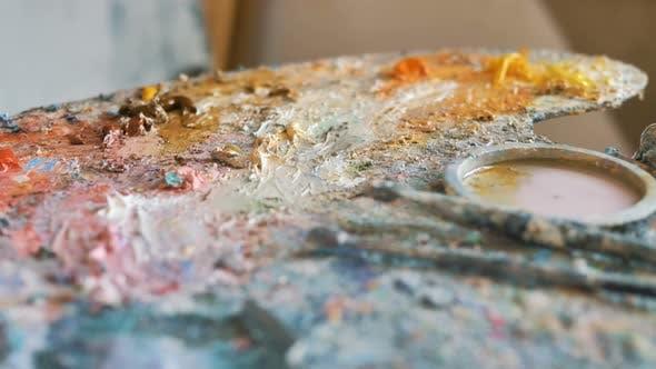 Thumbnail for Motion Over Palette mit Ölfarben mit Pinsel und Spachtel