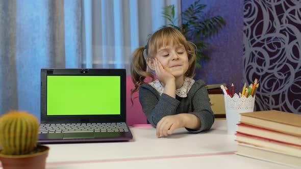 Vorschulkind Mädchen Kid Distance Online Lernen zu Hause Kinder Bildung auf Covid19 Lockdown