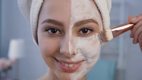 Cover Image for Beautiful Young Woman Applying Mask on the Face.