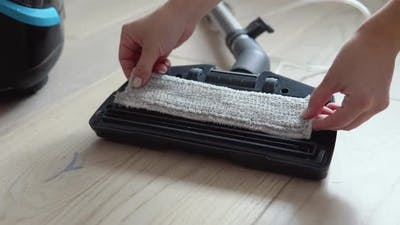 Preparing the Vacuum Cleaner for Wet Cleaning