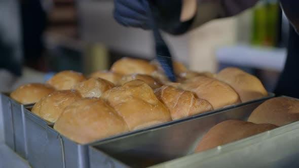 Thumbnail for Bäckerei, Chef, Condit Frau in Handschuhen Schmiert Heiße Duftende Brötchen Aus dem Ofen mit Silikon