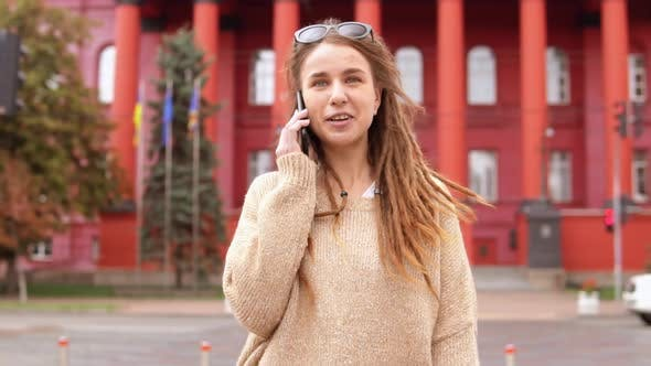 Cover Image for Hipster Girl Has Phone Conversation