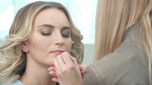 Applying Brown Contour on Lips