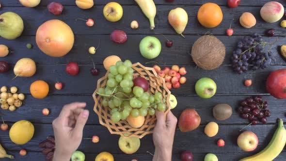 Thumbnail for Früchte auf schwarzem ökologischem Hintergrund