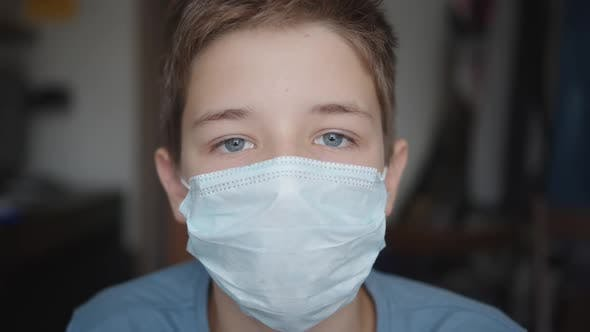 Cover Image for A Boy in Medical Mask