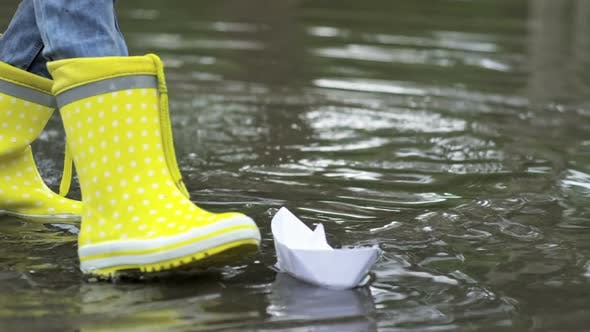 Cover Image for Kids in Rubber Boots Playing with Paper Boats
