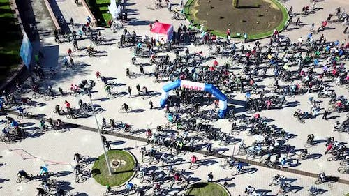 Start and Finish of the Bike Marathon in the City