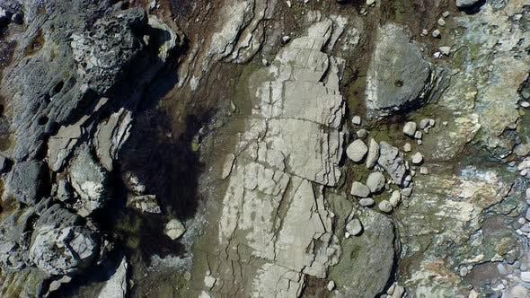 Thumbnail for Eine malerische felsige Strandküste.