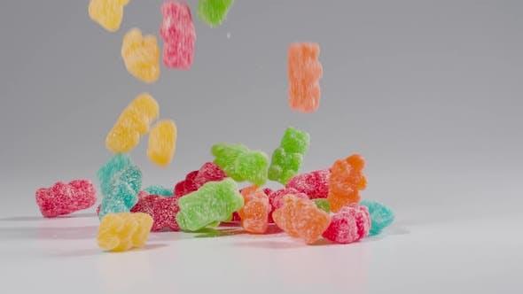 Bonbons d'ours en gomme tombe au Ralenti