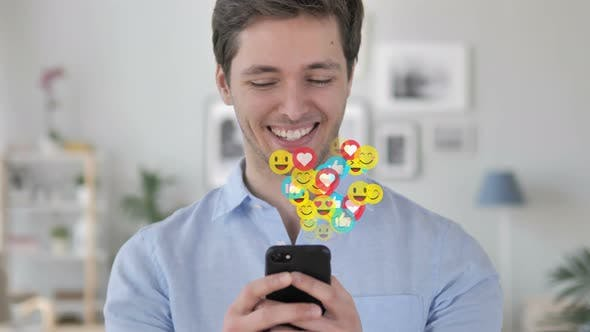 Thumbnail for Happy Man SMS auf Smartphone