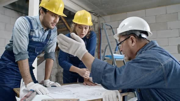 Cover Image for Construction Workers Discussing Floor Plans