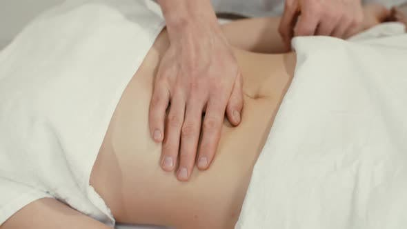 Thumbnail for Massage weiblicher Bauch