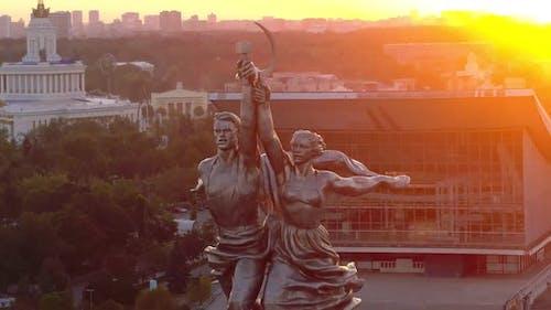 Ein sowjetisches Denkmal in Russland