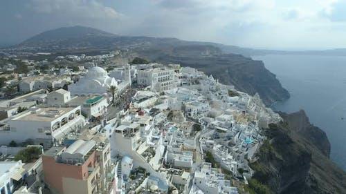 Luftaufnahme des griechischen Resorts Thira