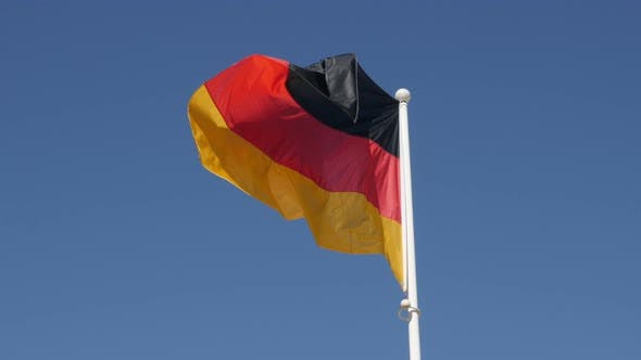 Thumbnail for Deutsches Staatssymbol Stoff schweben auf Wind und Fahnenmast 4K 2160p 30fps UltraHD Filmmaterial - Famous n