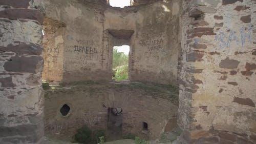 Round chamber ruins