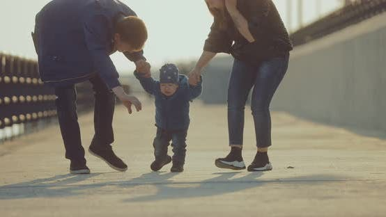 Parents Teach your Baby to Walk