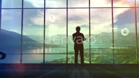 Thumbnail for Geschäftsmann untersucht Infografiken Daten HD