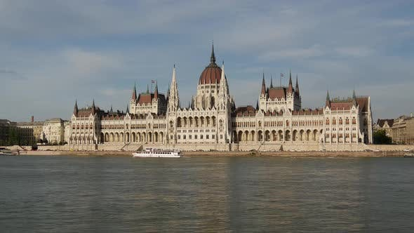 Thumbnail for Time lapse from ferries and the Hungarian Parliament Building
