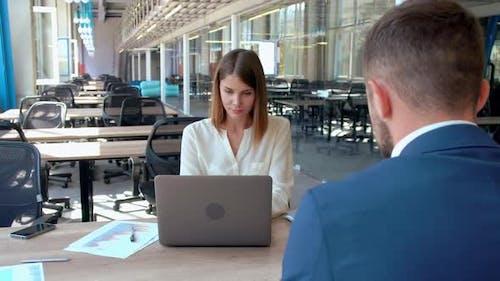 Vorstellungsgespräch in Modern Office