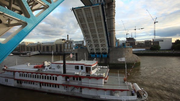 Thumbnail for London Bridge Opened For Passing Boat