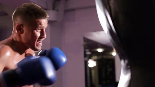 Boxertraining im Boxerring Das Konzept von Sport und Wrestling.