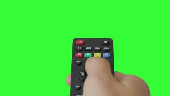 Thumbnail for Isolierte männliche Hand mit TV-Fernbedienung drücken Taste und Schalter Kanäle. Vorgekrümmter grüner Bildschirm.