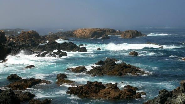 Thumbnail for Waves Crashing on Rocks 900